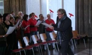 Foto Claudia Frau im Chor